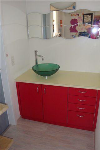 Badezimmermoebel rot