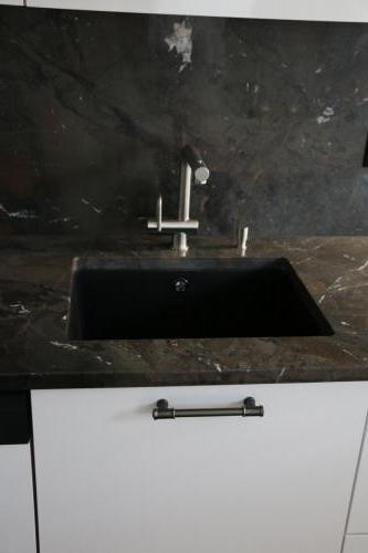 Küche Hochglanz mit Stein
